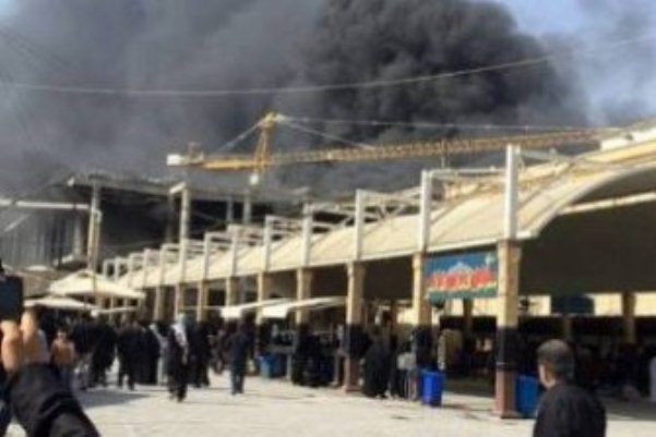 دخان يتصاعد من حريق صحن فاطمة بجانب مرقد الامام علي بالنجف