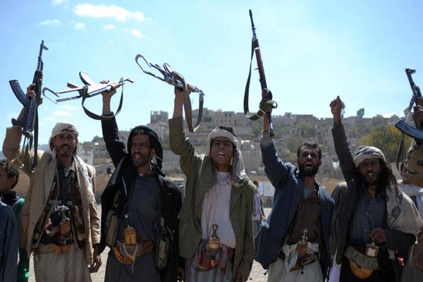 ميليشيات الحوثي تستعرض أسلحتها