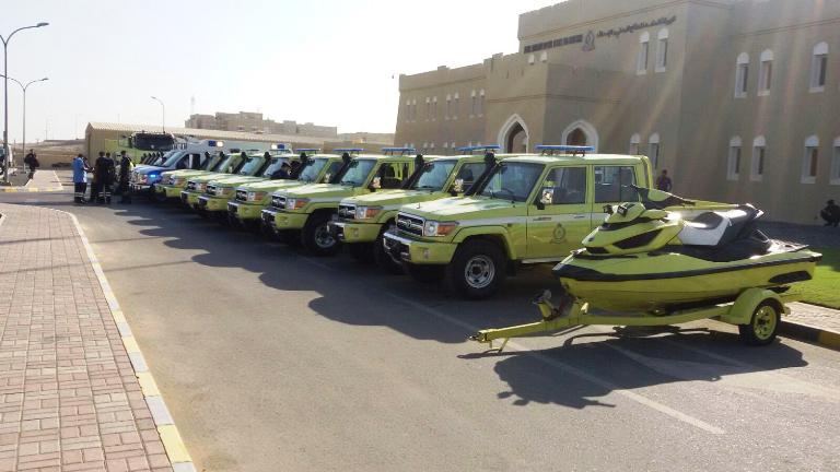 مركبات الدفع الرباعي والدراجات المائية التابعة لشرطة عمان السلطانية والدفاع المدني