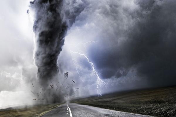 الإعصار تشابالا يهدد اليمن