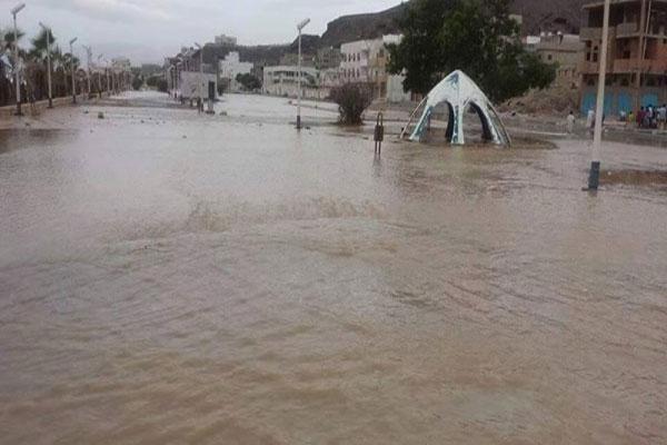 سيول تغرق قرية جلعة