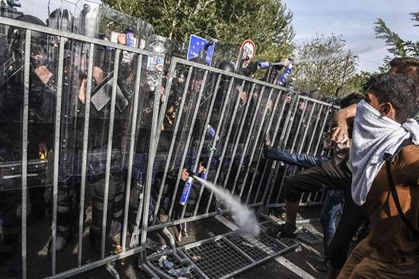 الهجرة واللاجئون موضوع رئيس مطروح في قمة أوروبية اليوم