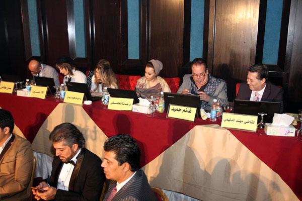 لجنة التحكيم في المسابقة