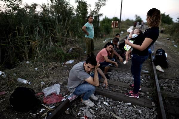 نازحون عراقيون يحاولون العبور إلى هنغاريا