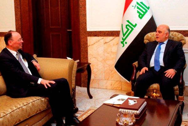 العبادي مجتمعًا مع السفير الألماني في بغداد
