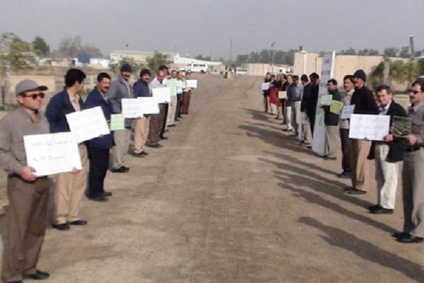 سكان مخيم ليبرتي يحتجون ضد حصارهم
