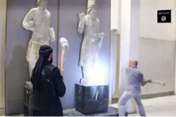 عناصر داعش يحطمون محتويات متحف الموصل التاريخي