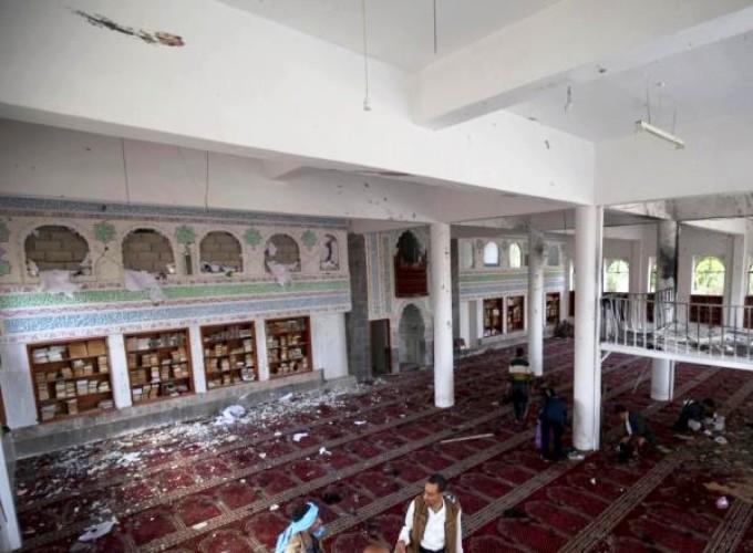 أحد المساجد الذي تعرض للتفجير يوم الجمعة في صنعاء