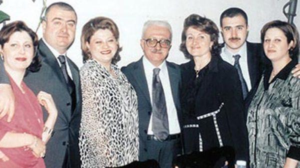 طارق عزيز مع أفراد عائلته