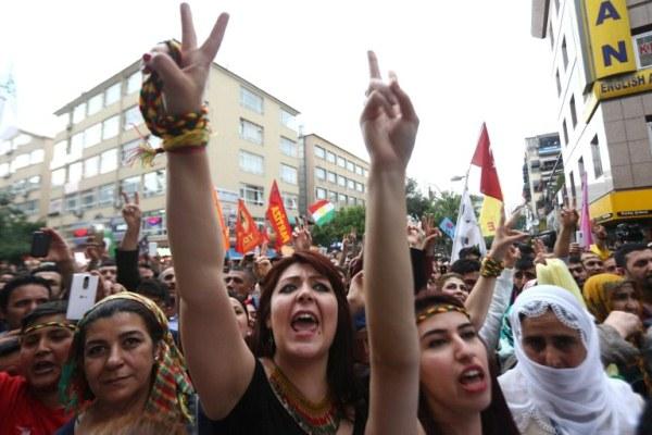أنصار حزب الشعب الديموقراطي المؤيد للأكراد