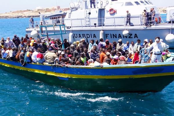 الحرب قد تمتد لمواجهة المهربين في ليبيا