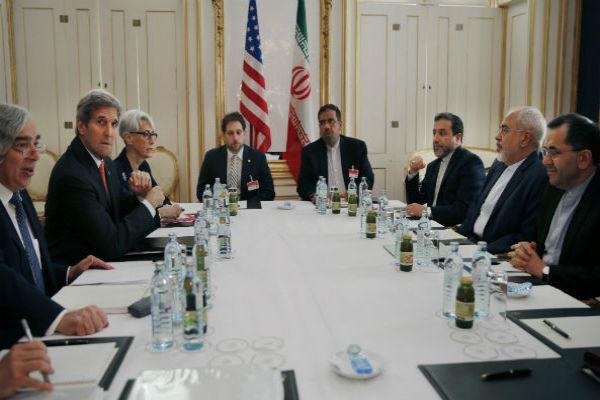 الاتفاق النووي يكافئ ايران مقابل تنازلات لا تُرى بالعين المجردة