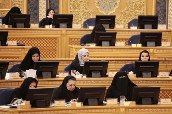 المرأة السعودية تشارك في مجلس الشورى
