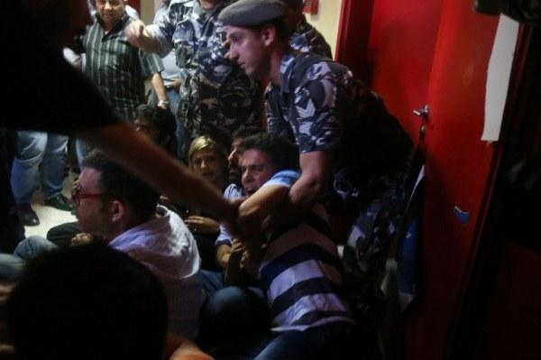 الأمن اللبناني يخلي مبنى وزارة البيئة بالقوة