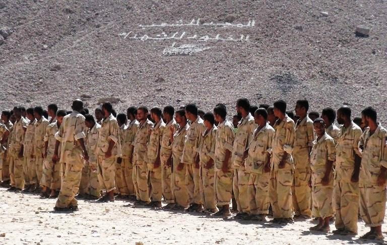 جنود موالون للشرعية خلال تدريب