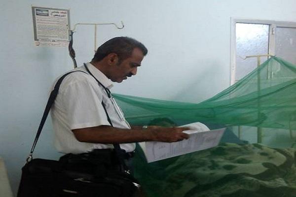 مريض يعاني من حمى الضنك في المستشفى