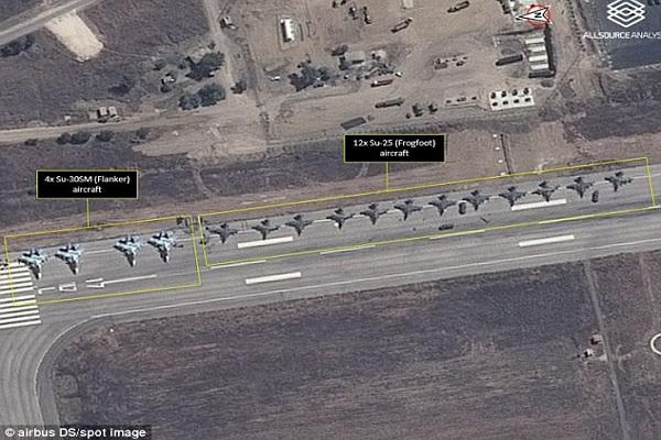طائرات روسية في مطار اللاذقية صورة للأقمار الاصطناعية