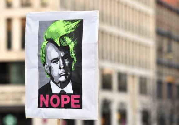 الديمقراطيون يلملمون أوراقهم ويجهزون للإطاحة بترامب في 2020