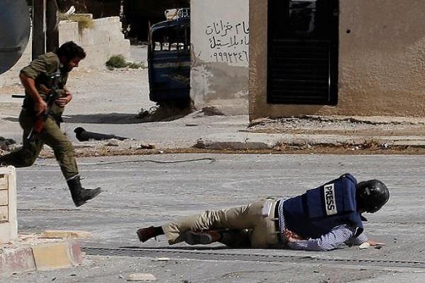 صحافي مصاب في مواجهات مسلحة
