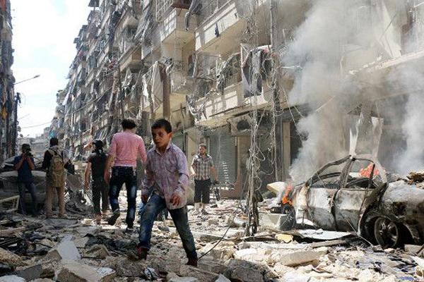 معارضون يدينون توقف مستشفيات حلب عن الخدمة