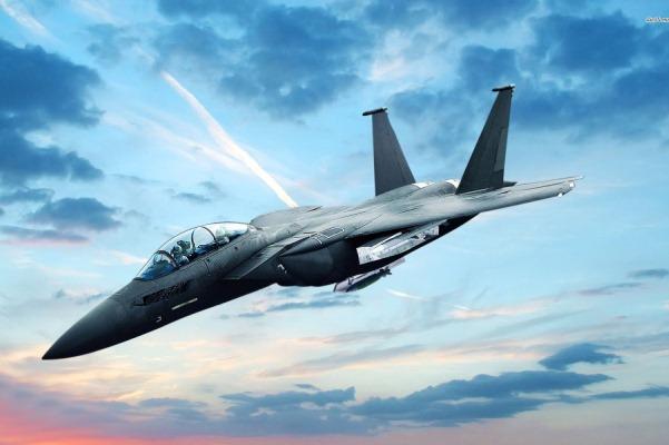 مقاتلة أف-15 أس إي