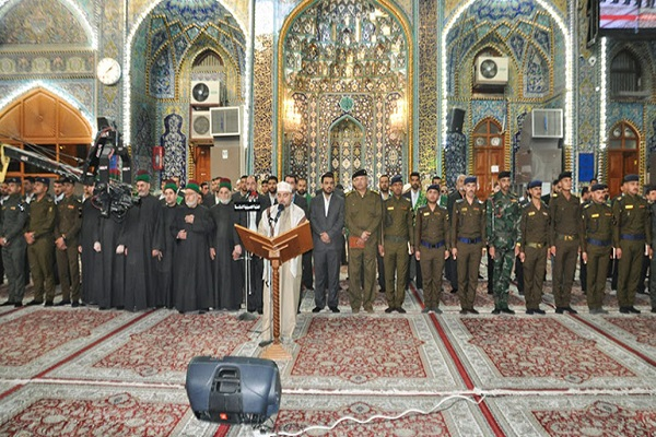 خريجو الكلية العسكرية يؤدون القسم بمرقد الامام الحسين في كربلاء