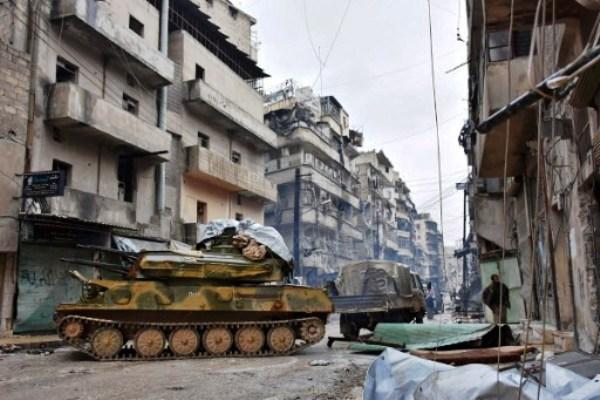 دبابات الجيش السوري تسيطر على الأحياء التي كانت في قبضة المعارضة في حلب