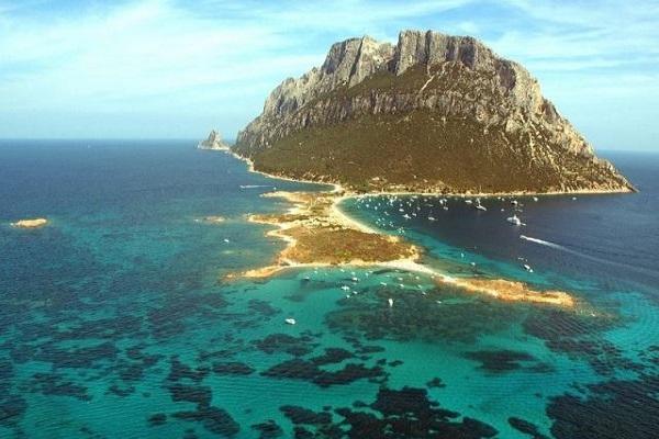 جزيرة تافولارا المنعزلة