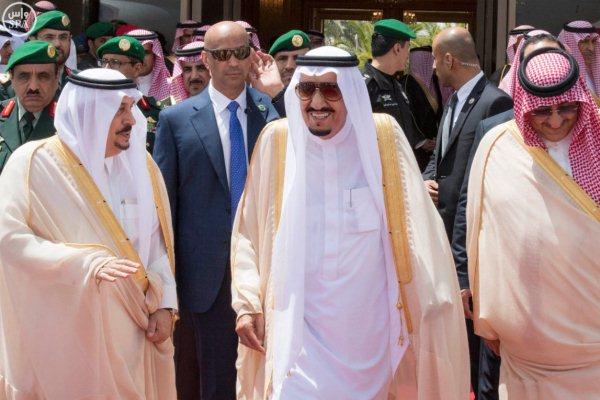 الملك سلمان مغادرًا الرياض متوجهاً إلى مصر