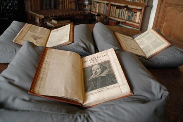 نسخة نادرة من الطبعة الأولى لأعمال شكسبير