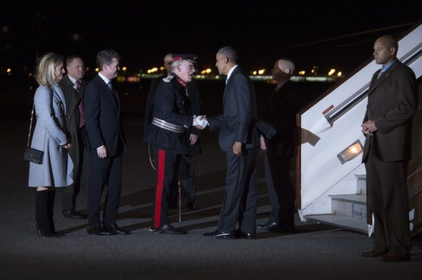 أوباما لحظة وصوله إلى لندن