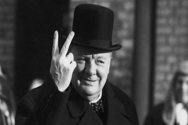 رئيس وزراء بريطانيا الأسبق ونستون تشرشل
