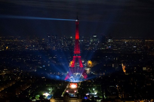 مخاوف من وقوع اعتداء وأزمة اجتماعية مستمرة في فرنسا