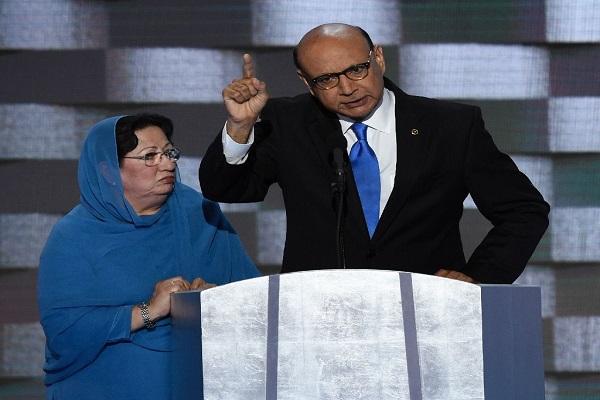 خزن خان وزوجته تقف إلى جانبه