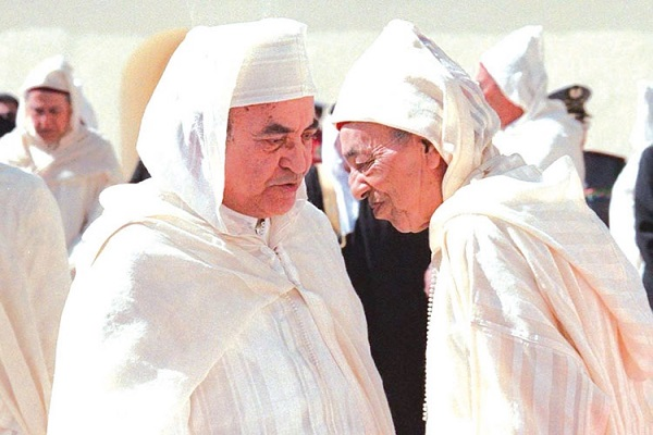 الملك الراحل الحسن الثاني وعبد الرحمن اليوسفي في احدى المناسبات