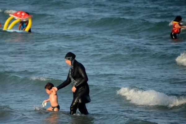 حظر لباس البحر الاسلامي أثار جدلًا واسعًا