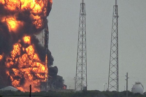 جانب من انفجار الصاروخ فالكون 6