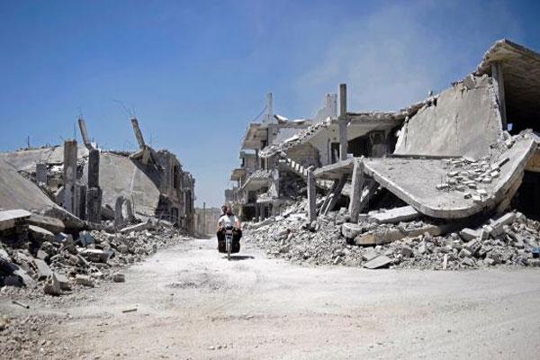 دمار شبه كلي طاول حي الوعر الحمصي في سوريا