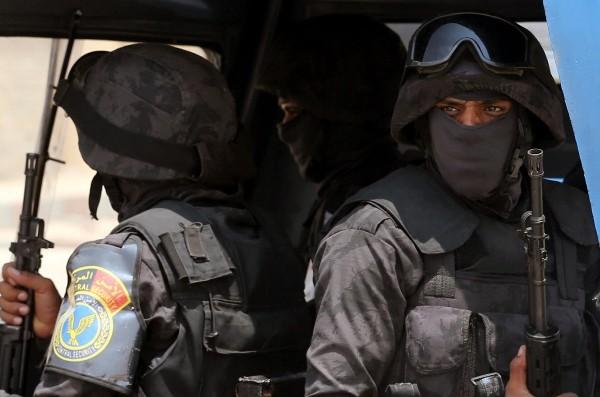 عنصران من الشرطة المصرية في القاهرة - أرشيفية
