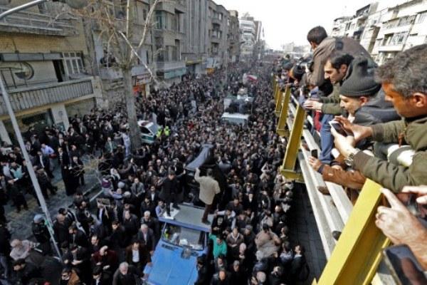 إيرانيون يشاركون في تشييع رفسنجاني