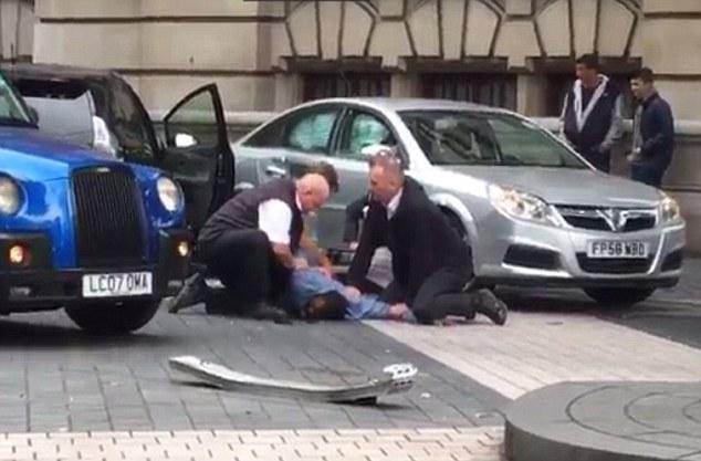 الشرطة تعتقل سائق السيارة