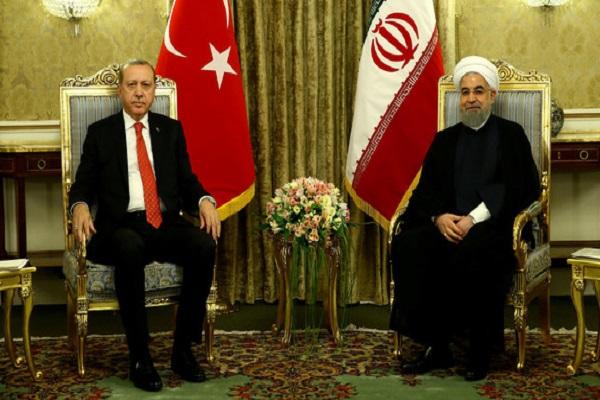 الرئيس الإيراني حسن روحاني ونظيره التركي رجب طيب اردوغان