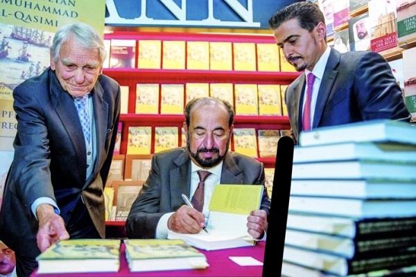 الشيخ سلطان القاسمي على هامش مشاركته في معرض فرانكفورت