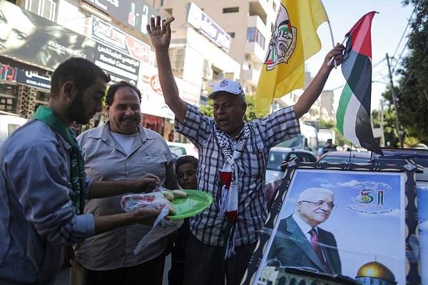 الاحتفالات تعم غزة بعد اعلان المصالحة