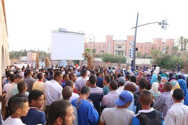 مواطنون مغاربة في محافظة زاكورة يطالبون. بالماء