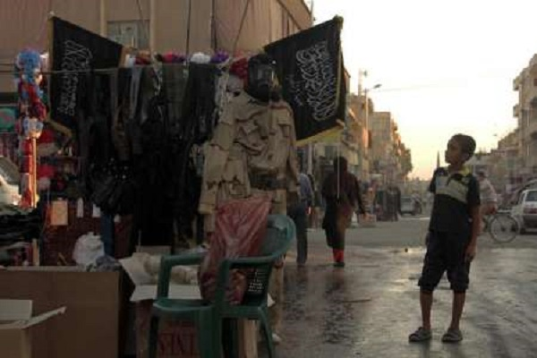 عناصر من داعش في الرقة