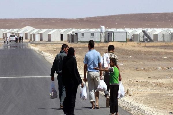 سوريون في أحد مخيمات اللجوء في شرقي الأردن