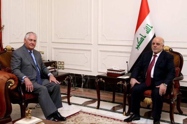 العبادي وتيلرسون خلال اجتماعهما في بغداد