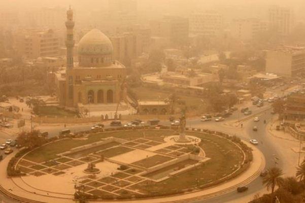 وسط بغداد كما ظهر خلال العاصفة الترابية التي تضرب العراق