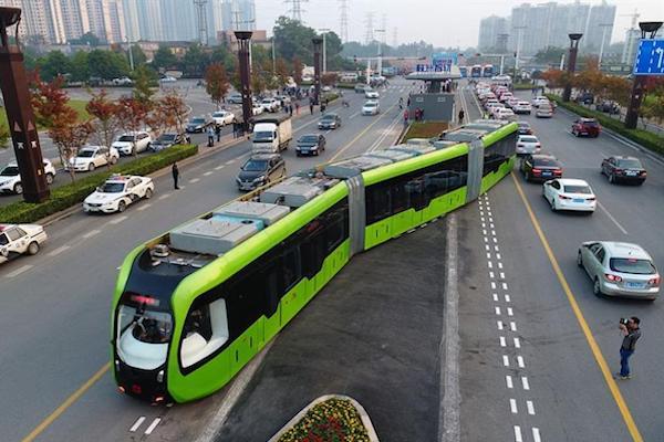 قطار في الصين من دون سكك حديدية
